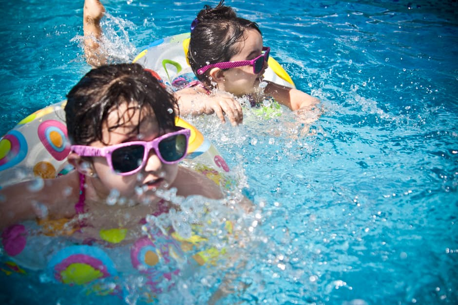 manutenção da piscina de plástico