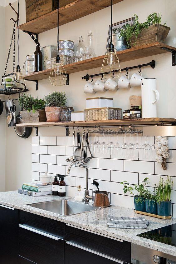 instalar prateleiras na cozinha