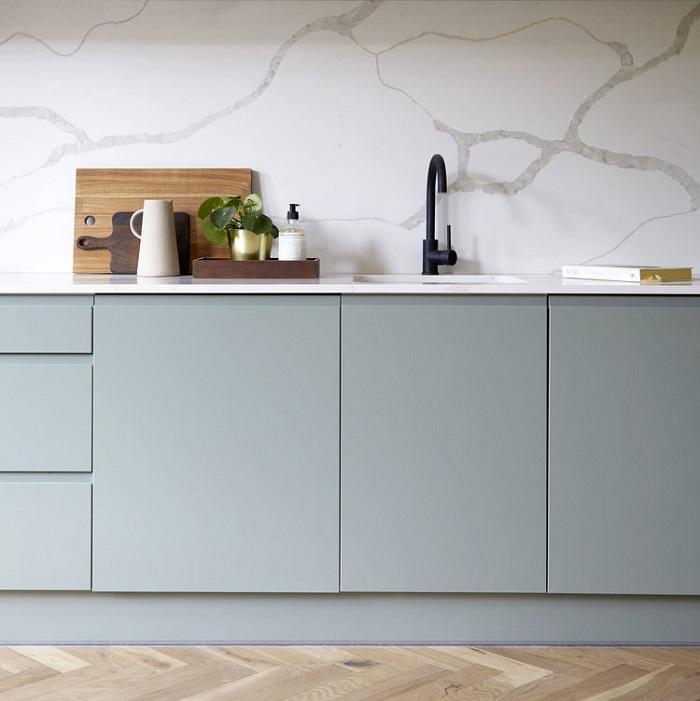 cozinha marmorizada metais pretos